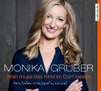 Cover-Bild zu Man muss das Kind im Dorf lassen von Gruber, Monika
