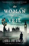 Cover-Bild zu The Woman in the Veil von Rowland, Laura Joh
