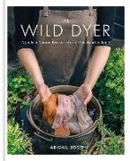 Cover-Bild zu The Wild Dyer: A guide to natural dyes & the art of patchwork & stitch von Booth, Abigail