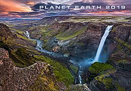 Cover-Bild zu Cal. Planet Earth Ft. 48x33 2019