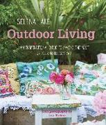 Cover-Bild zu Lake, Selina: Selina Lake Outdoor Living: An Inspirational Guide to Styling and Decorating Your Outdoor Spaces