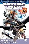 Cover-Bild zu Orlando, Steve: Justice League of America: The Rebirth Deluxe Edition Book 1