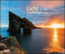 Cover-Bild zu DUMONT Kalender (Hrsg.): Licht in der Landschaft 2022 - Wandkalender 58,4 x 48,5 cm - Spiralbindung