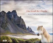 Cover-Bild zu Slawik, Christiane (Fotogr.): Die Insel der Pferde: Island und seine Isländer 2022 - Pferde- und Landschafts-Kalender - Querformat 52 x 42,5 cm