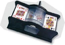 Cover-Bild zu Kartenmischmaschine mit Kurbel