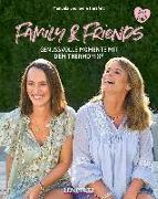 Cover-Bild zu Family and Friends von Herzfeld, Manuela