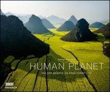 Cover-Bild zu Human Planet 2021 - Luftaufnahmen von George Steinmetz mit informativen Texten - Querformat 58,4 x 48,5 cm - Spiralbindung von Steinmetz, George (Fotograf)