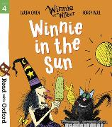 Cover-Bild zu Owen, Laura: Read with Oxford: Stage 4: Winnie and Wilbur: Winnie in the Sun