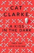 Cover-Bild zu Clarke, Cat: A Kiss in the Dark