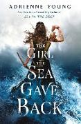Cover-Bild zu The Girl the Sea Gave Back von Young, Adrienne