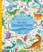 Cover-Bild zu Tierisch was los! Bei den Dinosauriern von Robson, Kirsteen