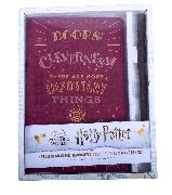 Cover-Bild zu Insight Editions: Harry Potter: Hermione Granger Hardcover Ruled Journal and Wand Pen Set