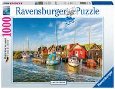 Cover-Bild zu Ravensburger Puzzle - Romantische Hafenwelt von Ahrenshoop - Deutschland Collection 1000 Teile