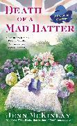 Cover-Bild zu Death of a Mad Hatter (eBook) von McKinlay, Jenn