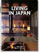 Cover-Bild zu Living in Japan