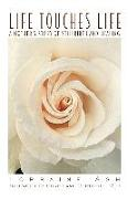 Cover-Bild zu Ash, Lorraine: Life Touches Life: A Mother's Story of Stillbirth and Healing