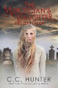 Cover-Bild zu The Mortician's Daughter: Two Feet Under (eBook) von Hunter, C. C.