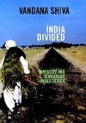 Cover-Bild zu India Divided von Shiva, Vandana