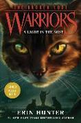 Cover-Bild zu Warriors: The Broken Code #6: A Light in the Mist von Hunter, Erin