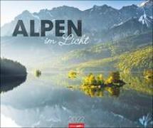 Cover-Bild zu Weingarten (Hrsg.): Alpen im Licht Kalender 2022