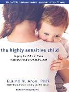 Cover-Bild zu The Highly Sensitive Child: Helping Our Children Thrive When the World Overwhelms Them von Aron, Elaine N.