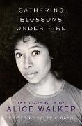 Cover-Bild zu Gathering Blossoms Under Fire (eBook) von Walker, Alice
